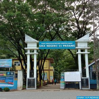 Gerbang SMA Negeri 11 Padang